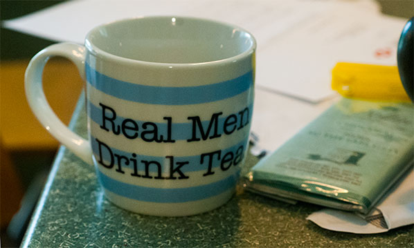 135_real-men-drinkl-tea_8317c